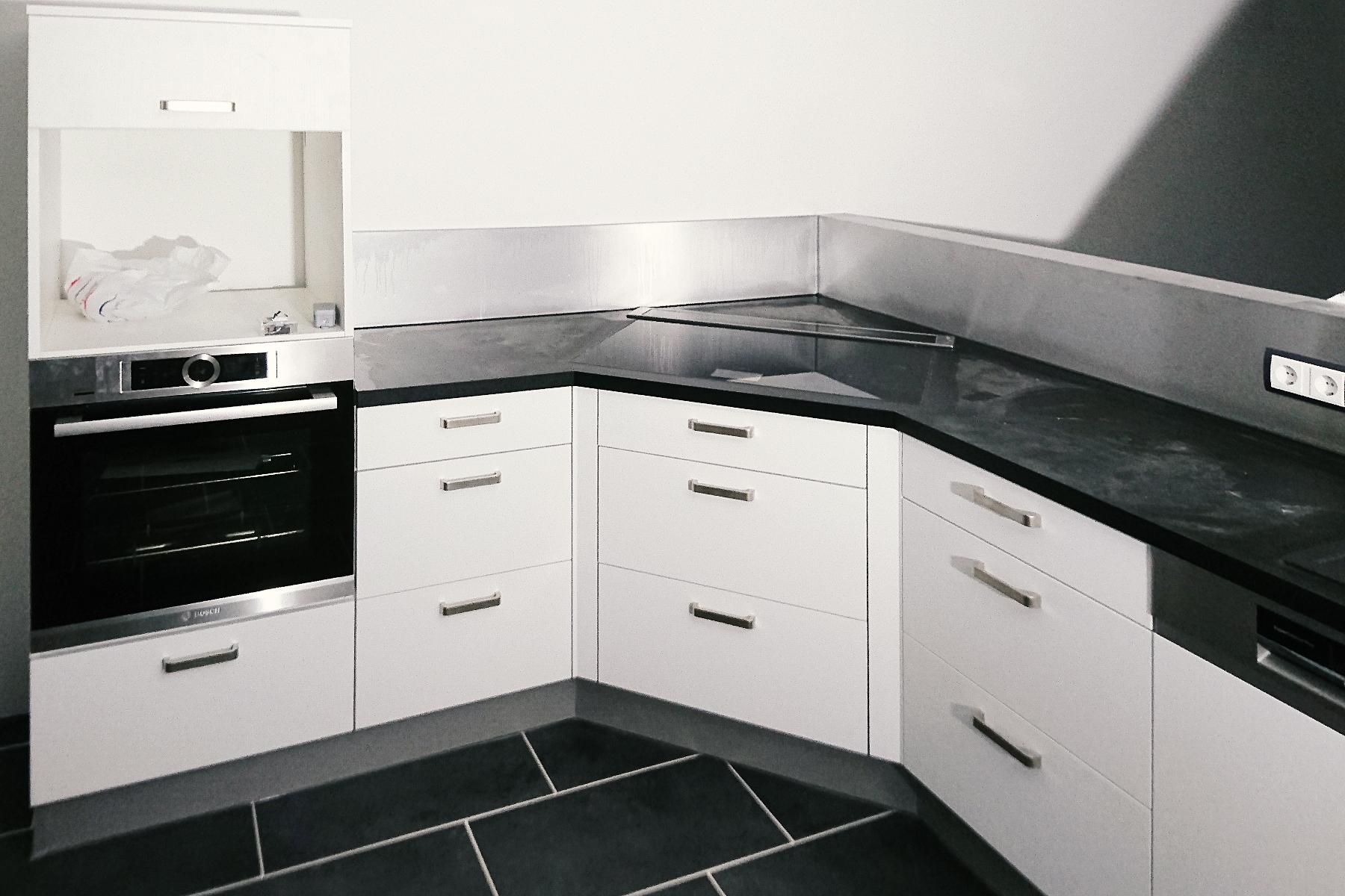 Küche in Schwarz-Weiß - Schreinerei Schreiber